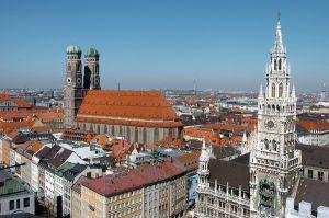 Muenchen,München,Stadt,Skyline,Uebersicht,Frauenkirche,Frauendom,re: das Rathaus