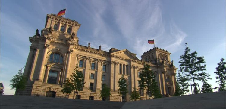 احصل على الدستور الألماني مترجم إلى اللغة العربية.. التفاصيل في المقال 12