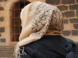 محكمة ألمانية تقدم تعويض لمعلمة لم تحصل على عمل بسبب حجابها.. 16