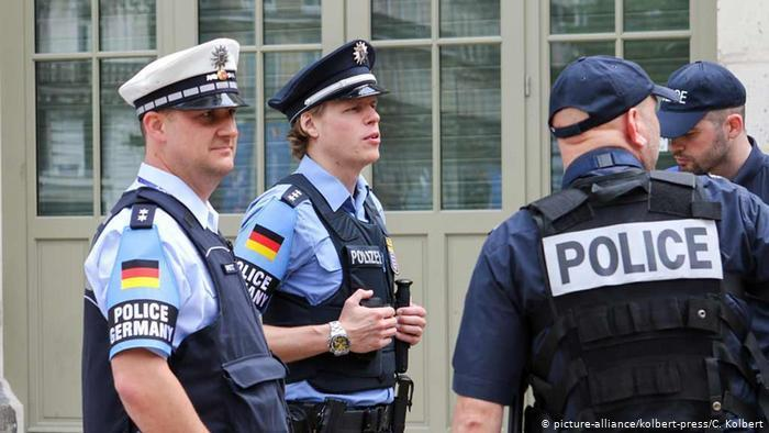 القبض على رجال شرطة في ألمانيا