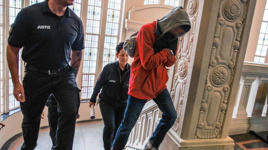 محاكمة لاجئ بمقتل ألماني