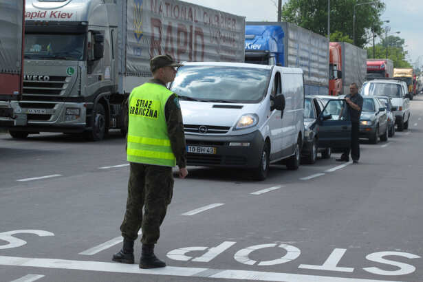اعتقال لاجئ يحاول السفر إلى ألمانيا باستخدام دراجة هوائية