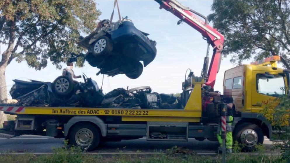 شطر سيارة إلى نصفين ووفاة شابين في ألمانيا