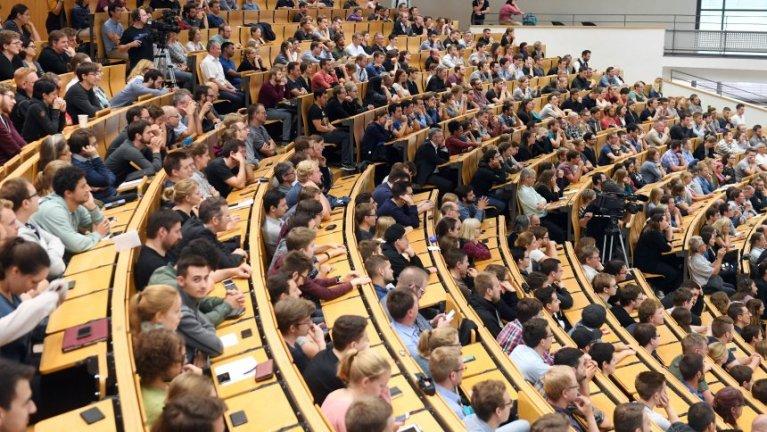 زيادة مبالغ القرض الطلابي