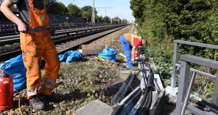 مجهولون يضرمون النار في صندوق كابلات للسكك الحديدية ببرلين