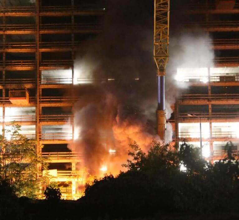إضرام النار في مبنى قيد الإنشاء