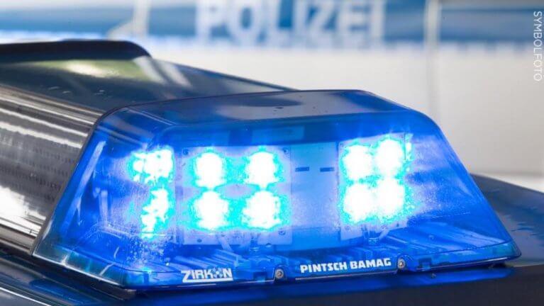 ألمانيا : رجل يدهس زوجته ثم يضربها بالفأس والسكين