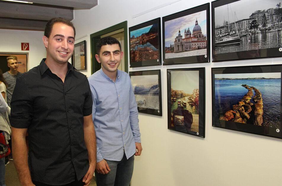 معرض لمصورين يعرض صوراً لوطنهما الجديد