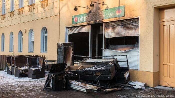 تعرض مسجد في ألمانيا لاعتداء ليلا بقنابل حارقة.