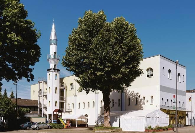 ملثم يتسبب بعملية واسعة النطاق قرب مسجد 4