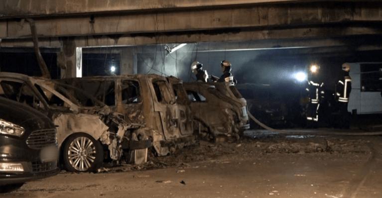 احتراق 65 سيارة في مرآب مطار ألماني والشرطة تحقق 2
