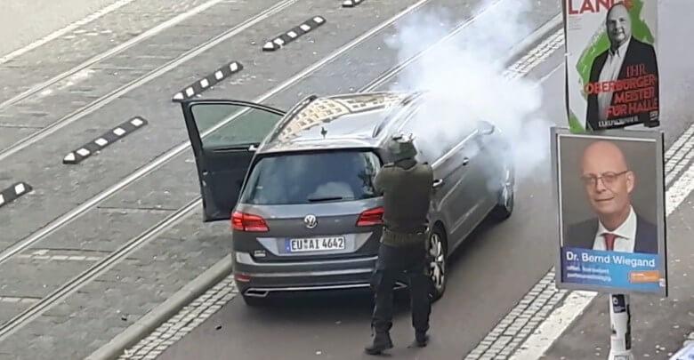 تفاصيل جديدة عن الهجوم على معبد يهودي و مقطع مصور يظهر أحد الجناة و هو يطلق النار