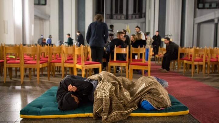 فرصة لم شمل الأسرة للاجئين الذين يعيش أقاربهم في اليونان انخفضت بشكل كبير