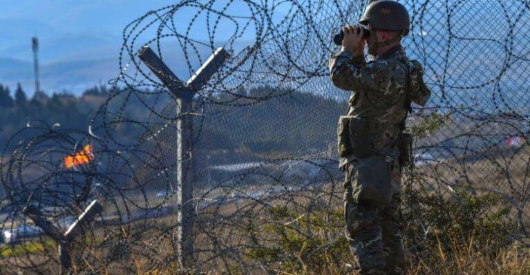 ألمانيا تحث اليونان على إعادة المزيد من اللاجئين السوريين