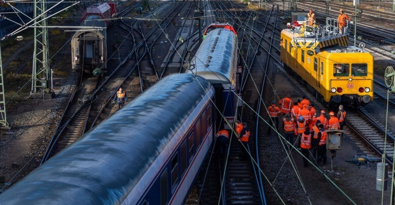 انزلاق عربتي قطار عن القضبان في ألمانيا