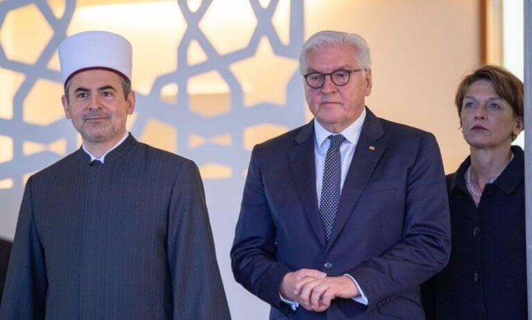 الرئيس الألماني يزور مسجداً