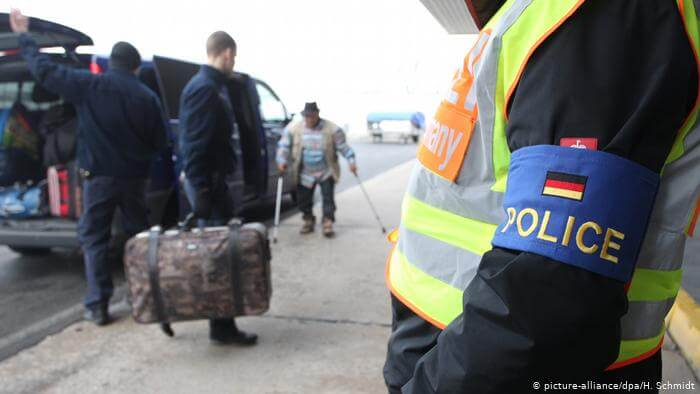 وزير داخلية ولاية ألمانية يطالب بتخفيف القيود على ترحيل اللاجئين السوريين إلى بلادهم