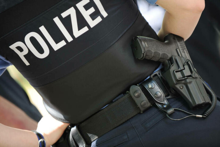 هدد جاره في مدينة ألمانية واستقبل الشرطة بالسيف