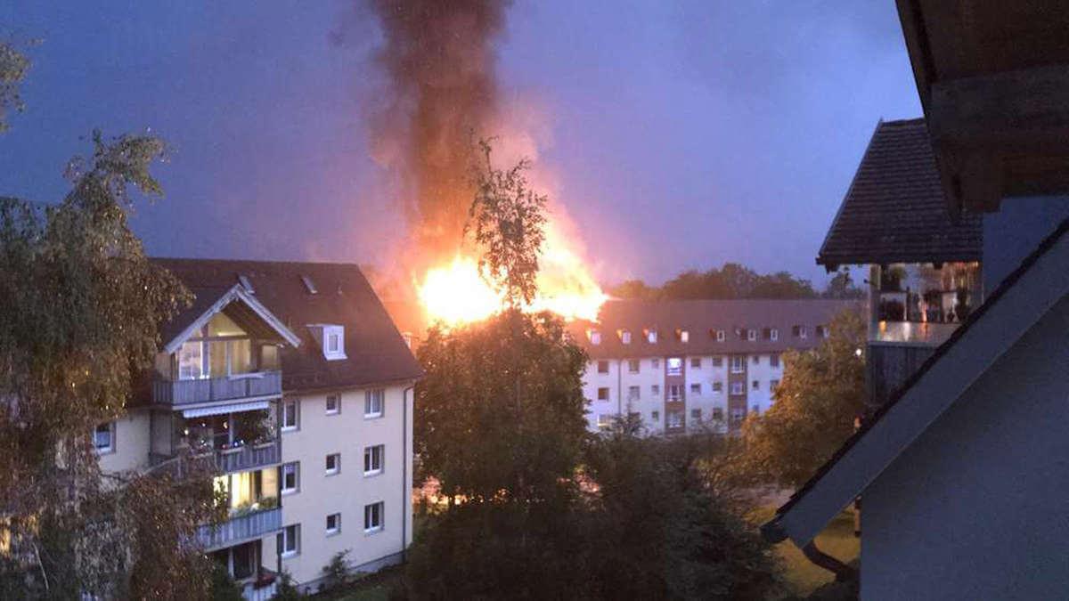 البرق يضرب سطح إحدى الأبنية في بلدة ألمانية