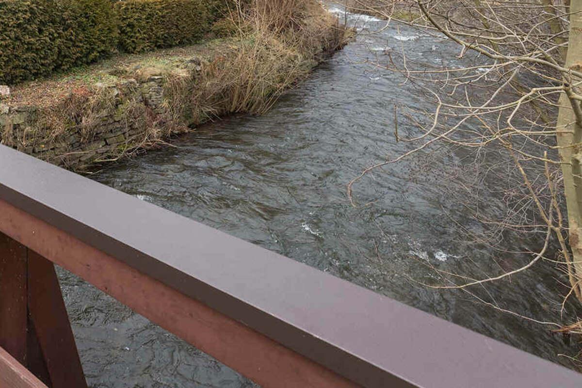 غرق طفل عمره أربع سنوات في سيل نهر في بلدة ألمانية