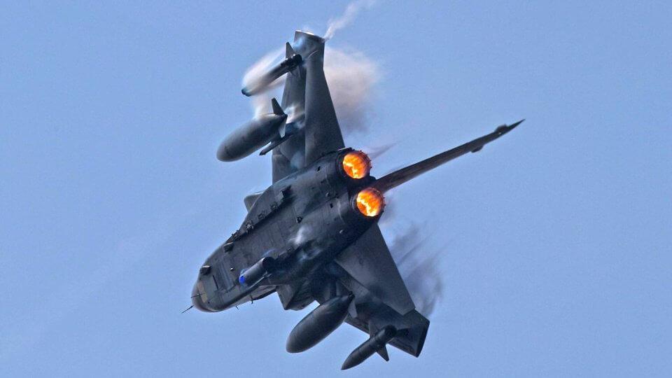 دوي صوت طائرات مقاتلة فوق المدن الألمانية