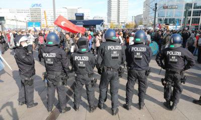الألاف في شوارع مدينة ألمانية يقومون بالاحتجاج وأعمال شغب