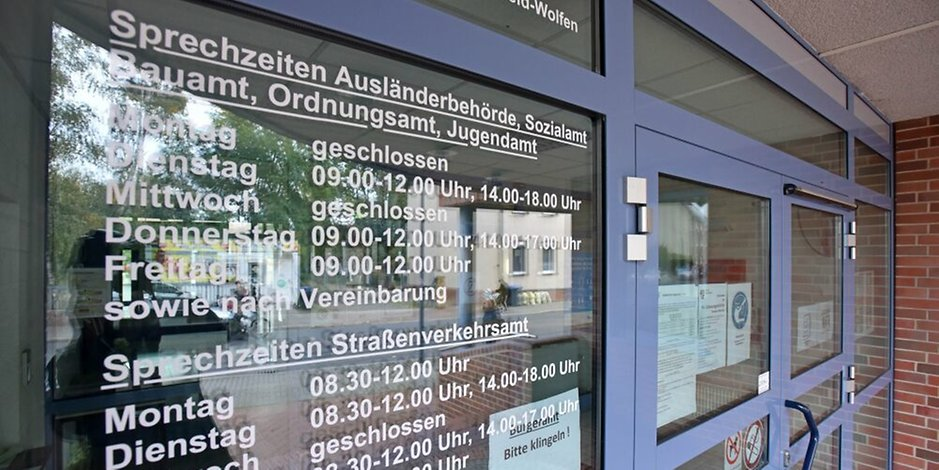اعتقال سوري في دائرة الهجرة بمدينة ألمانية وترحيله بالرغم من تدخل برلمانيين ألمان