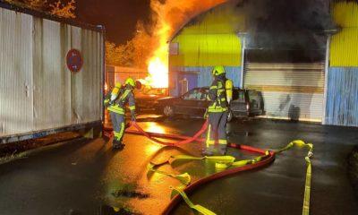 اندلاع حريق ضخم في مستودع وسيارات مدينة ألمانية