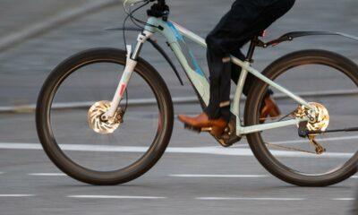 في مدينة ألمانية تجمد حتى الموت بسبب نفاد بطارية دراجته الإلكترونية