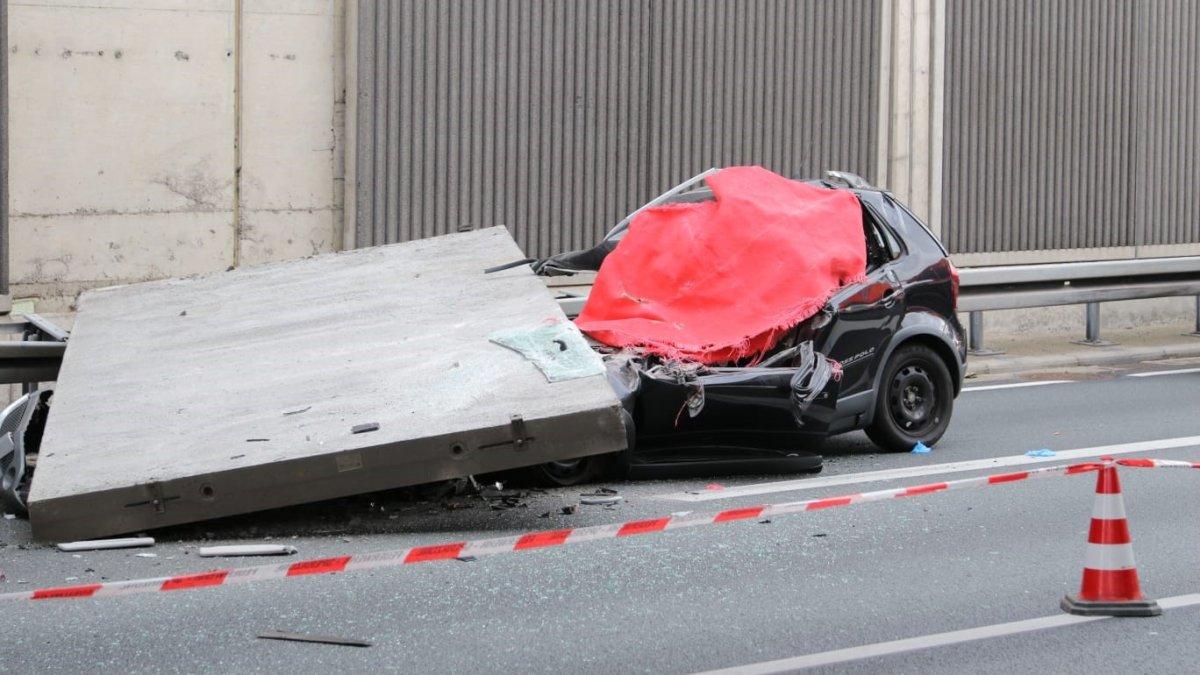 سقوط لوح خرساني على طريق سريع ألماني فوق سيارة وإغلاقه حتى إشعار آخر