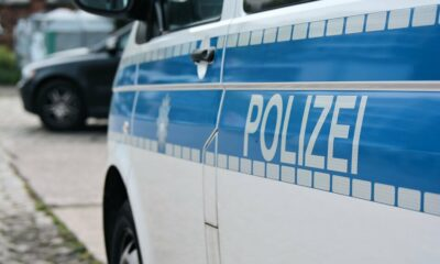 في ألمانيا مطلوب يسأل الشرطة إذا كان مطلوباً